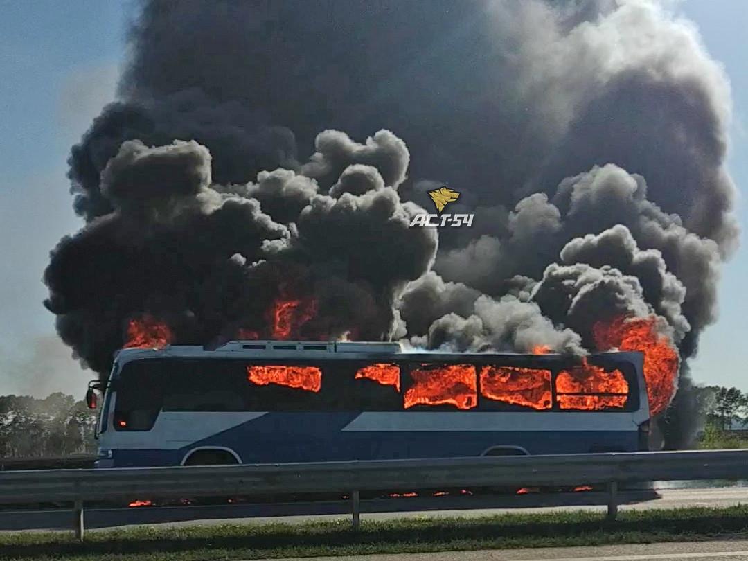 В Прокопьевском районе загорелся автобус