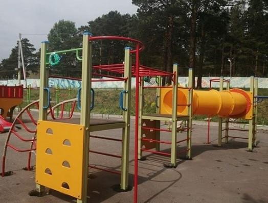 В Прокопьевске устанавливают многофункциональную спортивную площадку