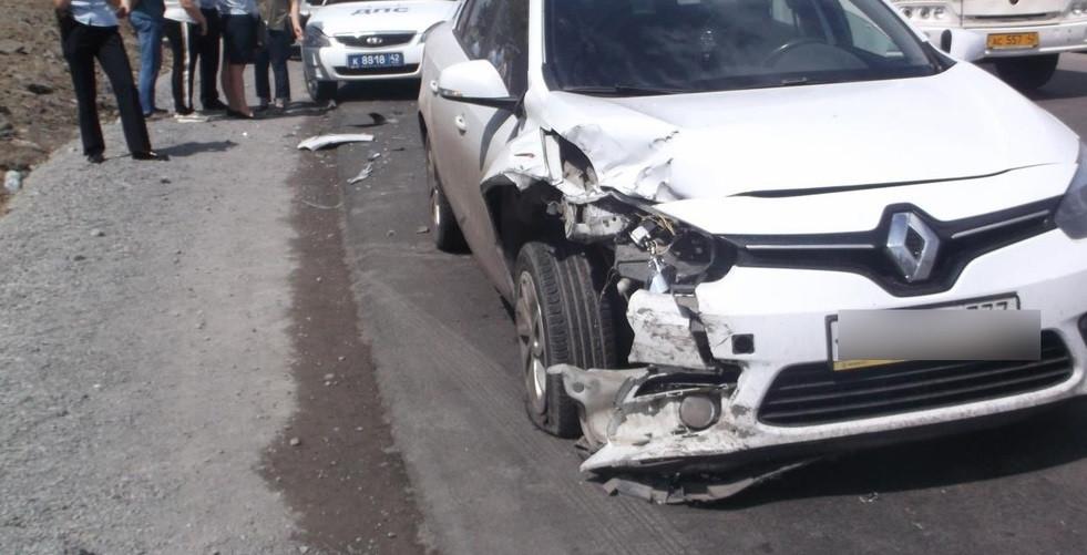 В Кузбассе  водитель автомобиля «Рено Флюенс» протаранил «Дэу Нексия»