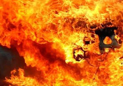 В Прокопьевском районе ночью загорелся многоквартирный дом