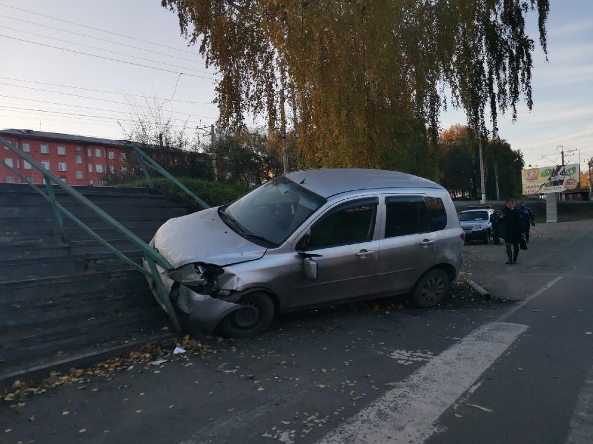 В Прокопьевске автолюбитель снес дорожный знак