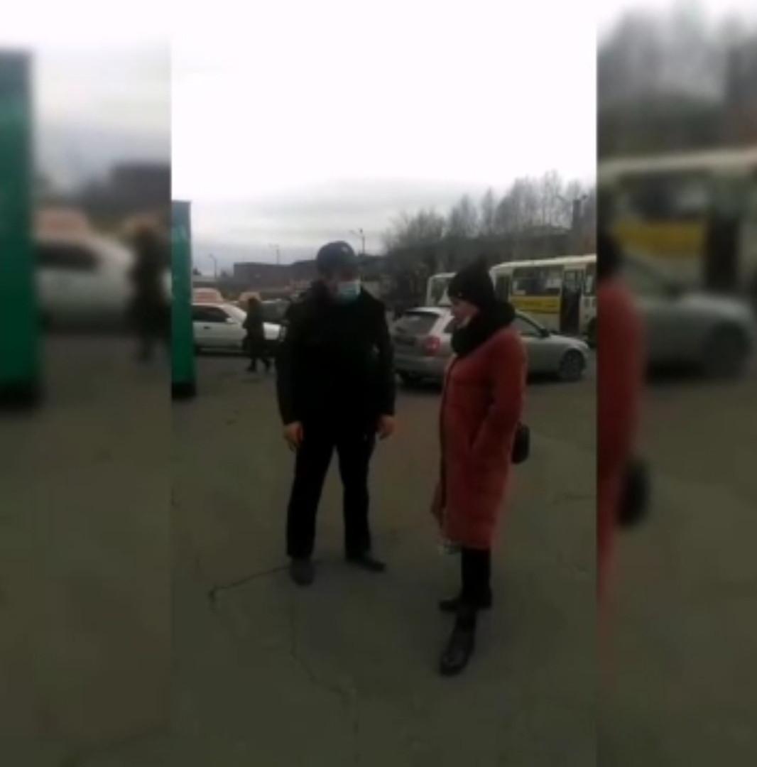 В Сети активно обсуждают конфликт полицейского и прокопчанки