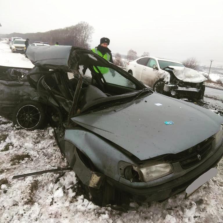 В ДТП на трассе Кузбасса погибли 2 человека