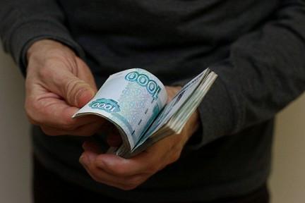 """Житель Кузбасса """"заработал"""" почти 1 млн рублей на обещаниях жениться и дать работу"""