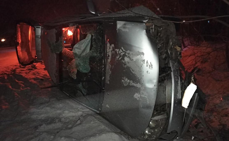 Жесткое ДТП в Прокопьевске: легковушка столкнулась с автобусом, а затем врезалась в дерево