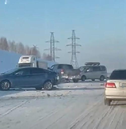 На трассе Кузбасса столкнулись 7 автомобилей