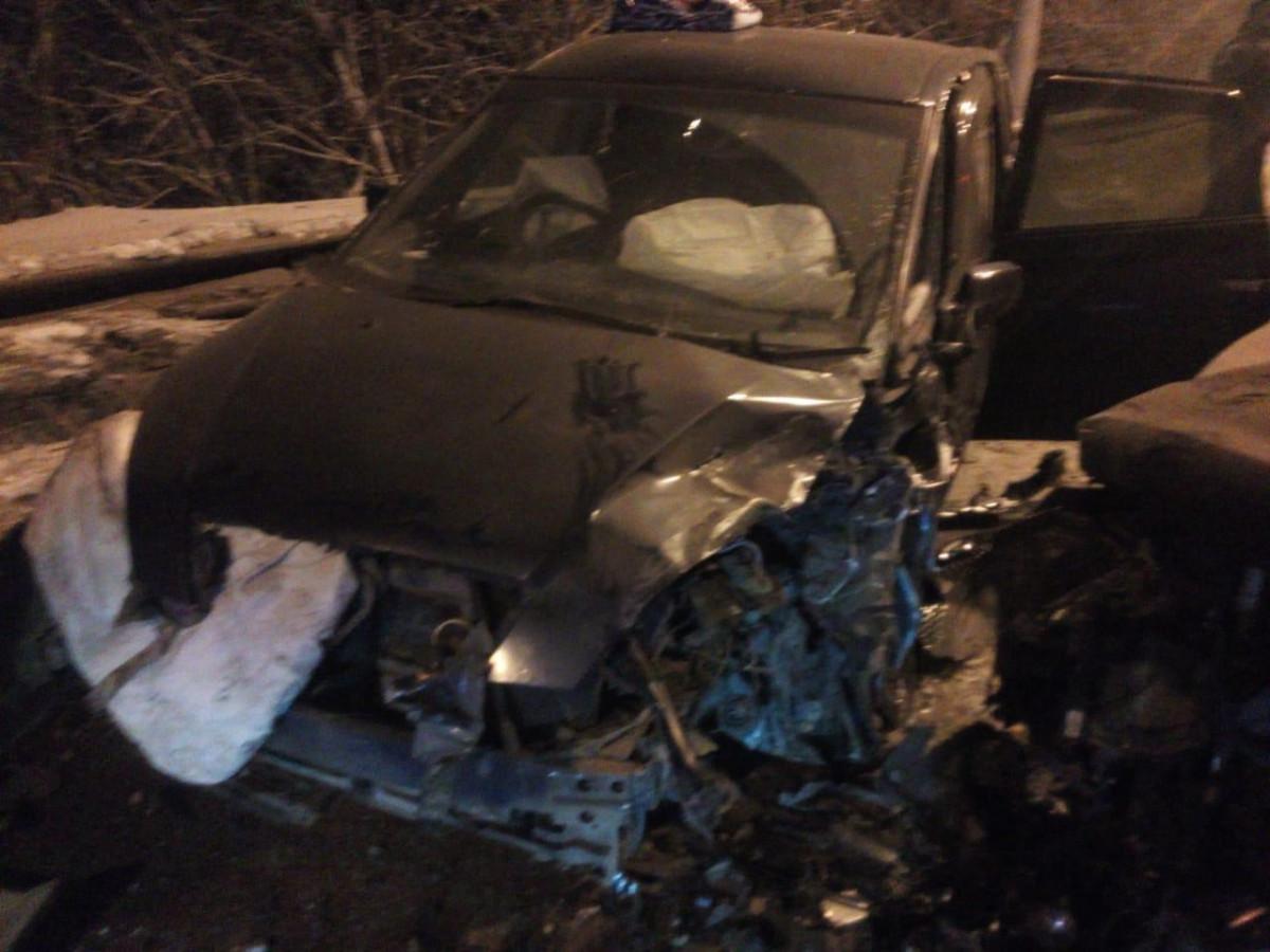 В Кузбассе при столкновении встречных автомобилей погибла пенсионерка