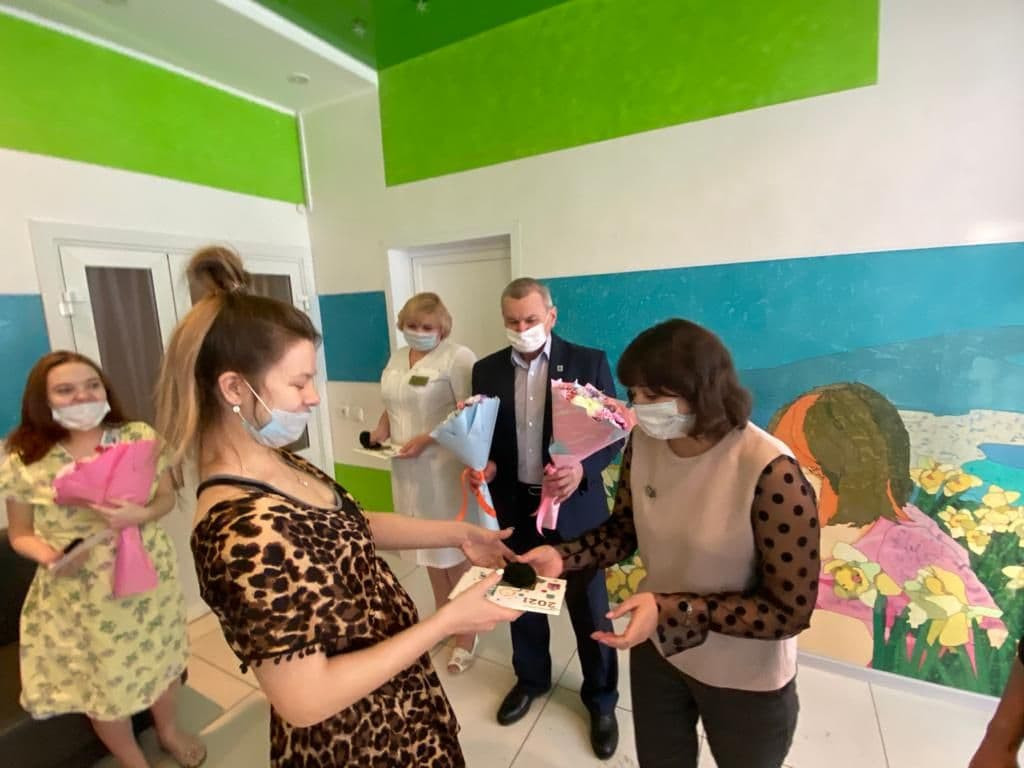 В Кузбассе поздравляют мам, родивших 7 января