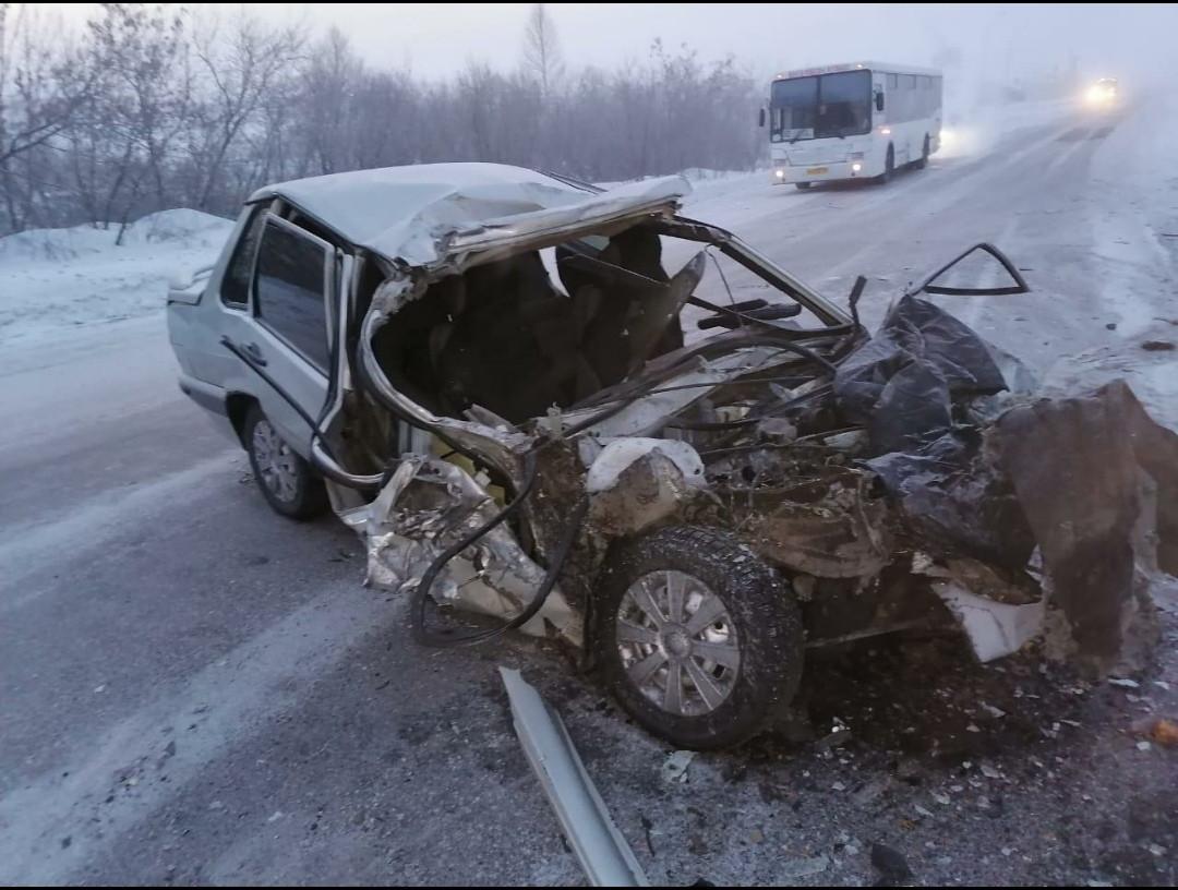 В Прокопьевском районе грузовик объезжая препятствие столкнулся с легковушкой