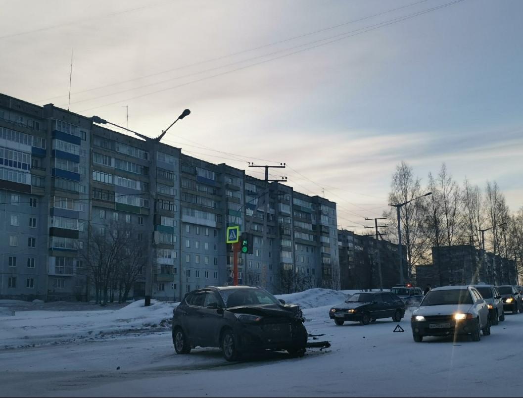 На перекрёстке ул. Обручева и пр. Строителей произошло ДТП