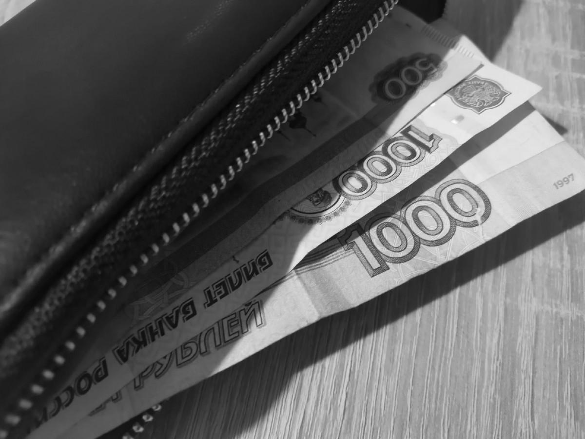 В Кузбассе банковский работник переодевался в женскую одежду, чтобы похитить чужие деньги
