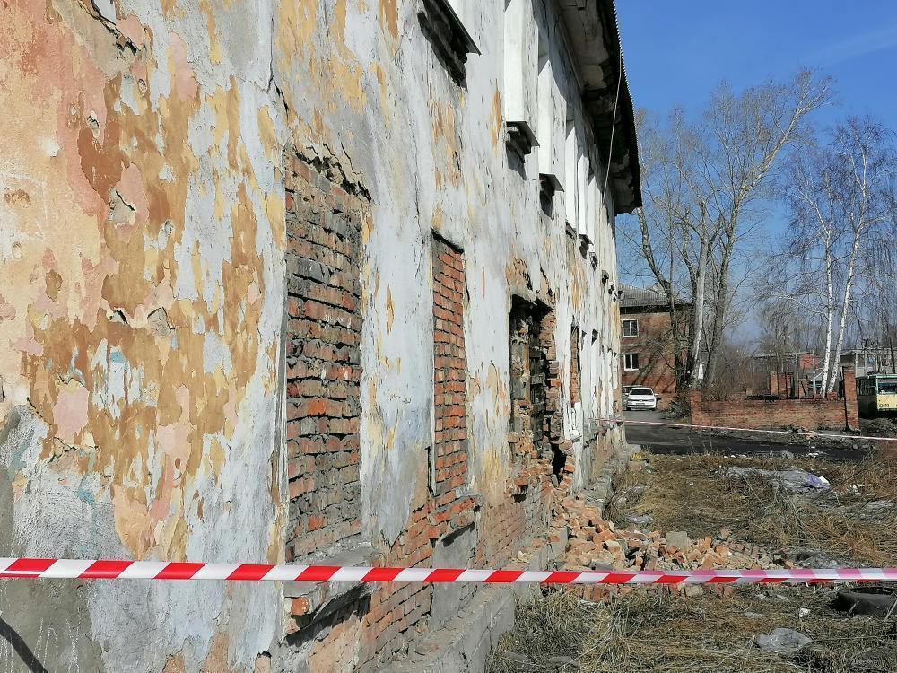 В Прокопьевске обрушилась часть стены жилого дома