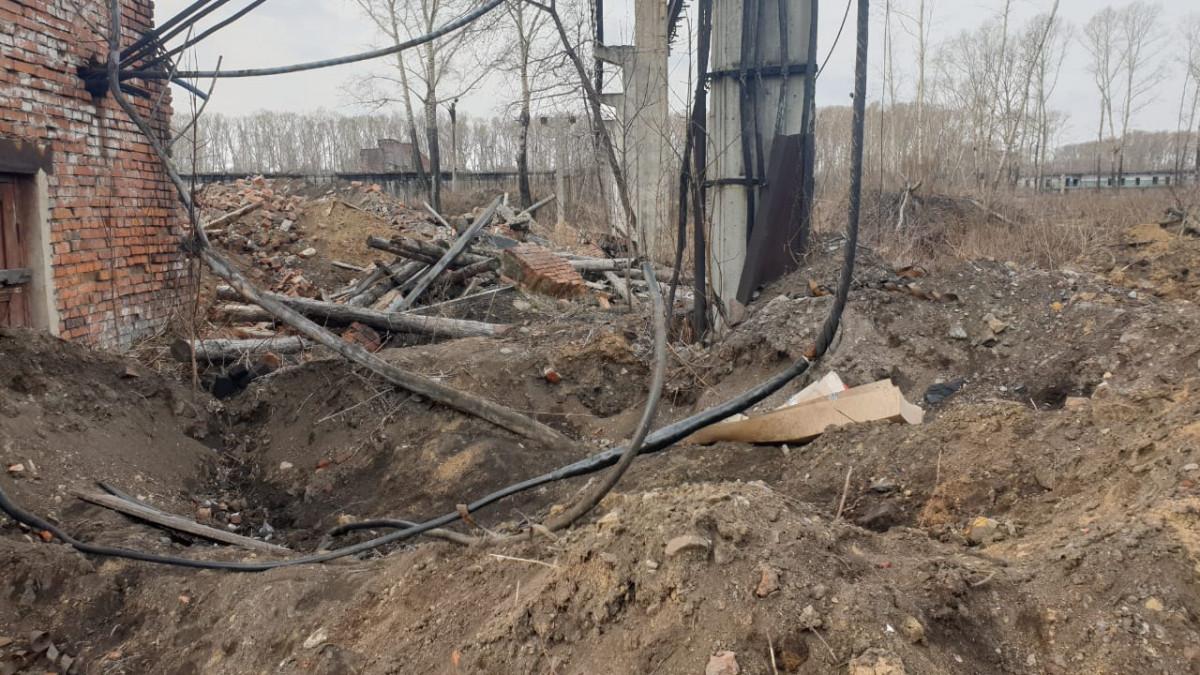 В Кузбассе на территории бывшего завода погиб подросток