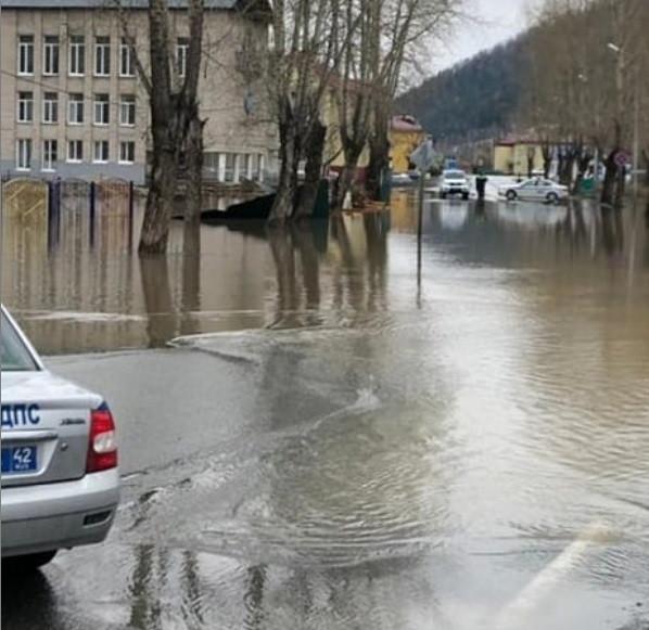 Паводок 2021: Таштагол тонет, Новокузнецк в тревожном ожидании