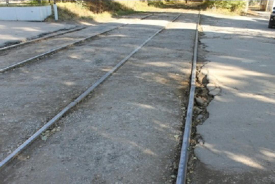 Жителя Кузбасса обвиняют в смерти мужчины, которого он вытолкнул из трамвая