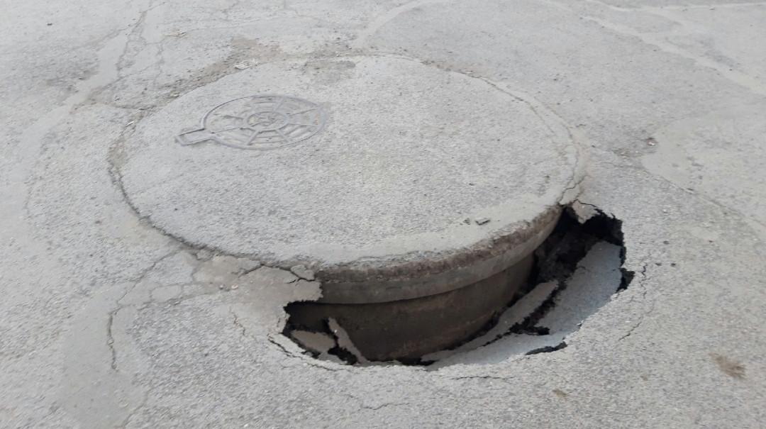 Очевидцы: в Прокопьевске на дороге провалился асфальт