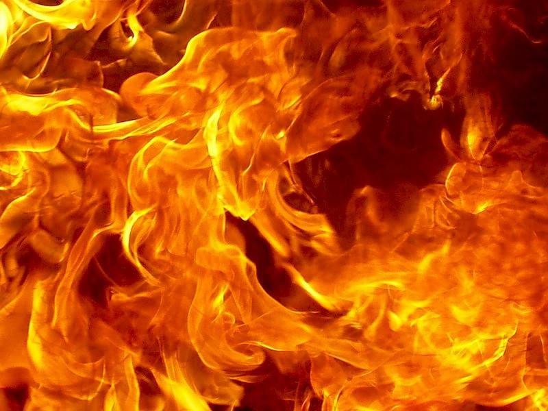В Кузбассе во время движения по маршруту загорелся троллейбус