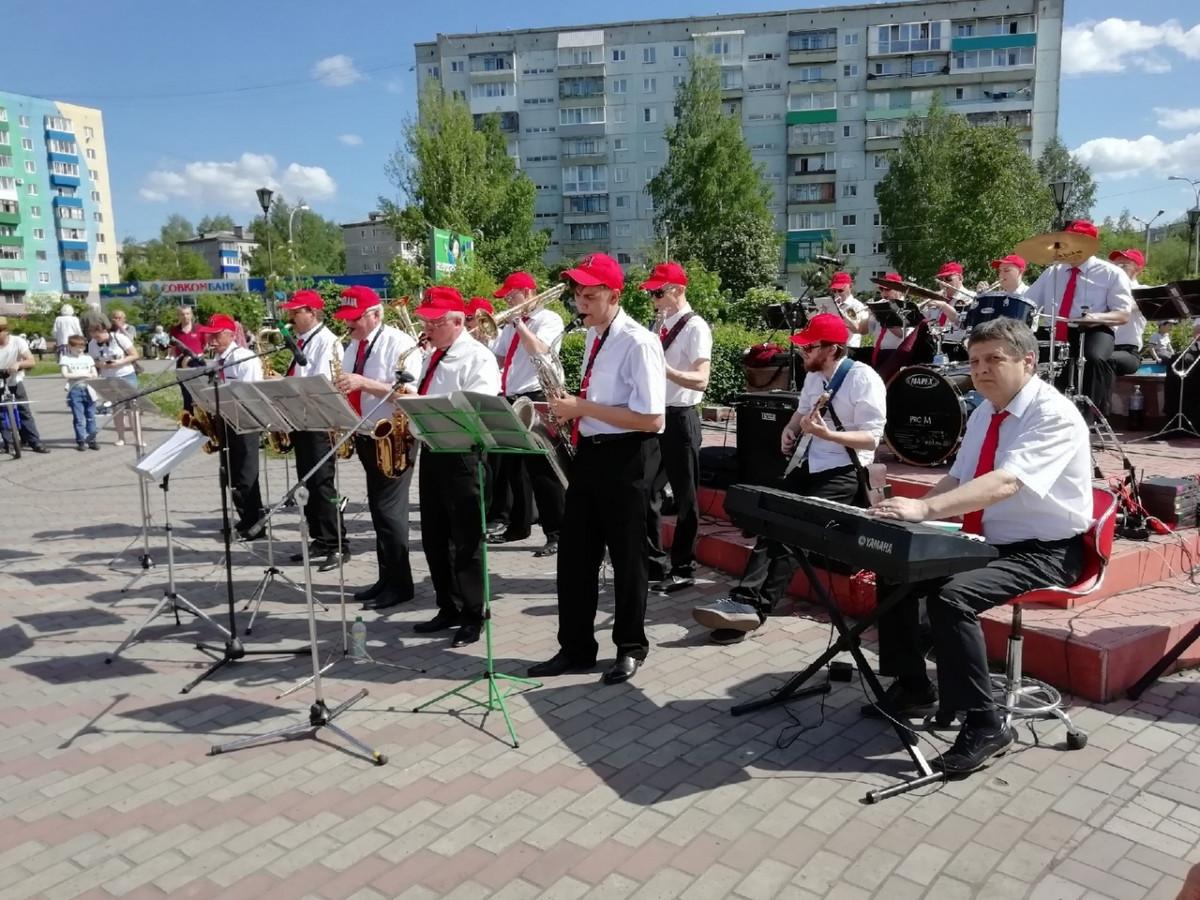 """В Прокопьевске возобновляются """"Танцевальные вечера под звуки духового оркестра"""""""