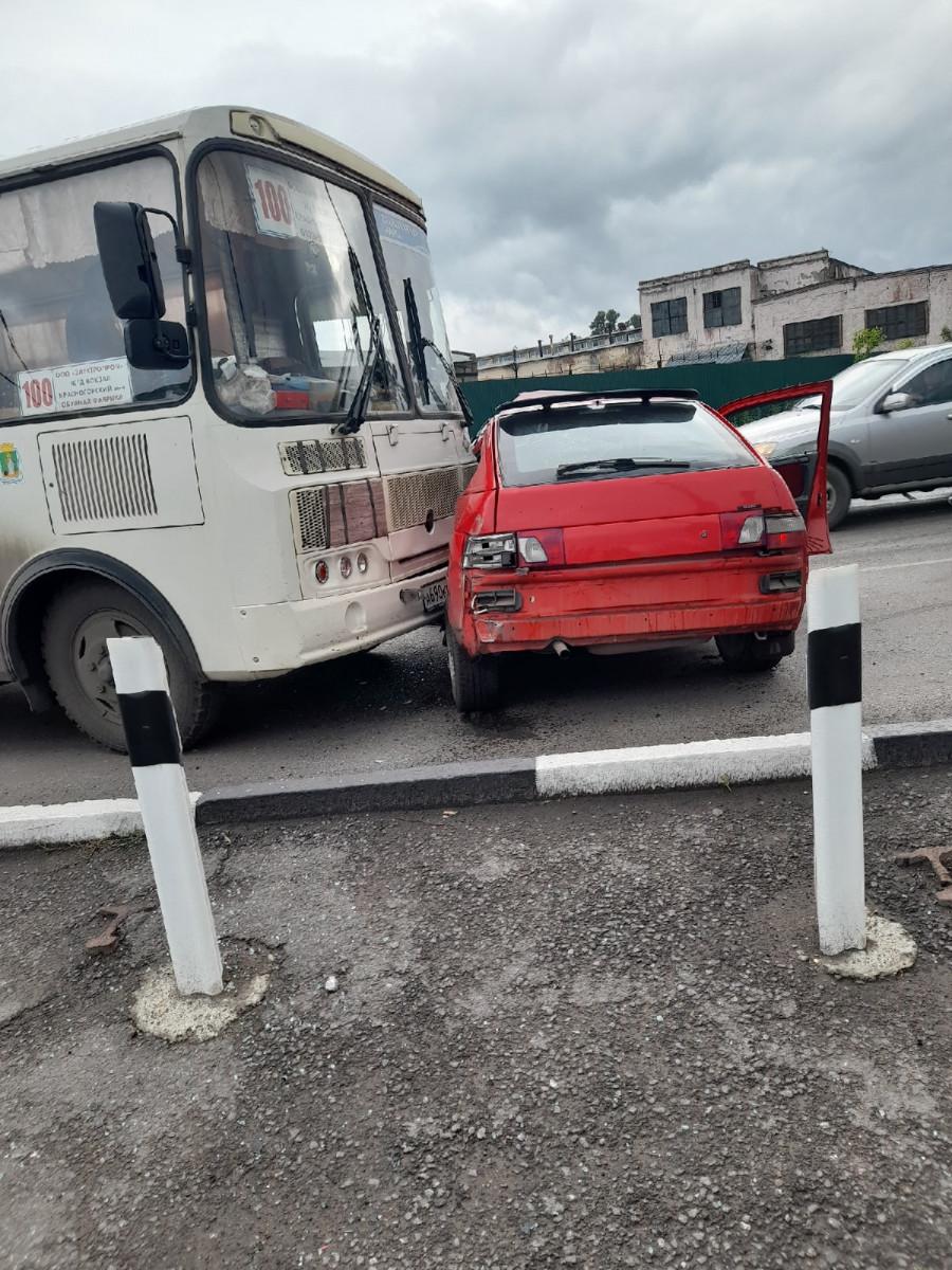 В Прокопьевске пассажирский автобус столкнулся с легковушкой