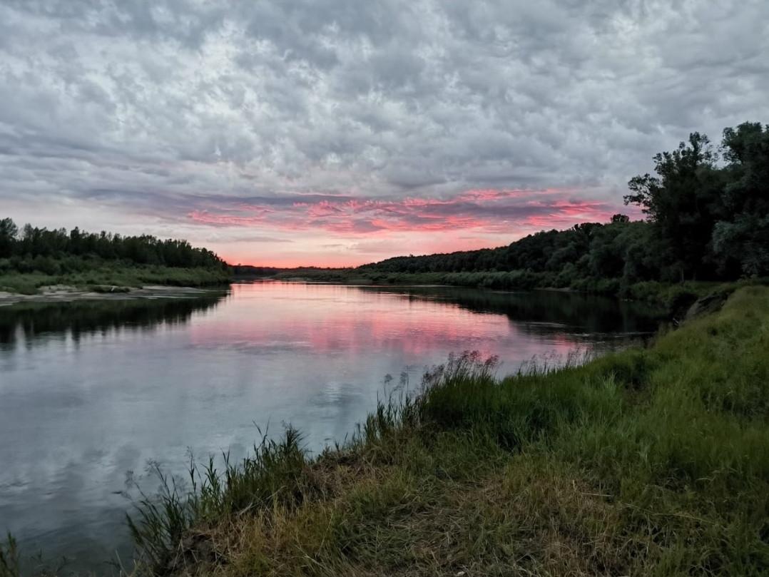 Проехал по отдыхающим и скрылся: смертельное ДТП на берегу Кара-Чумышского водохранилища