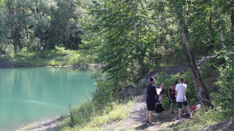 В Прокопьевске полицейские привлекли к ответственности горожан, чьи дети купались в водоеме без присмотра