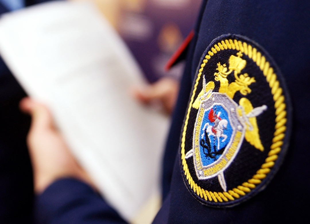 В Прокопьевске в поле обнаружено тело молодого мужчины