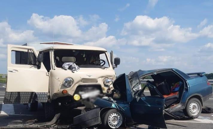 В ДТП на трассе Кузбасса 2 человека погибли, еще 3 - пострадали