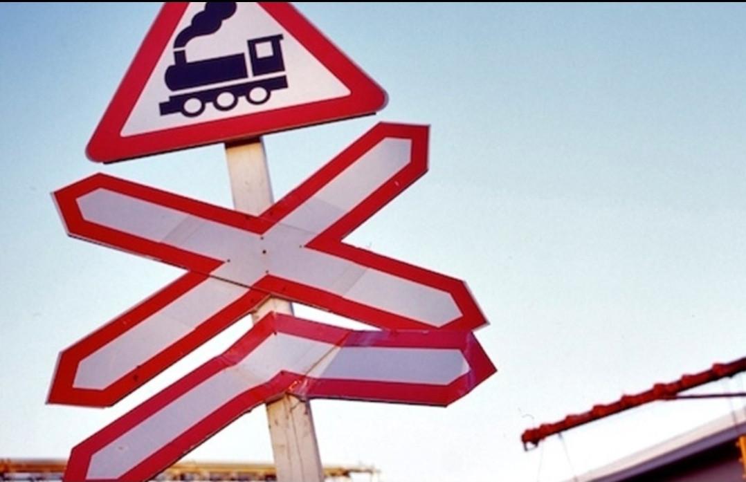 В Кузбассе грузовой поезд сбил 11-летнюю девочку