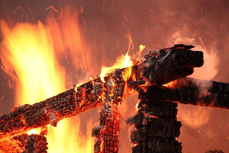 В Кузбассе за неделю произошло 70 пожаров: специалисты назвали причины
