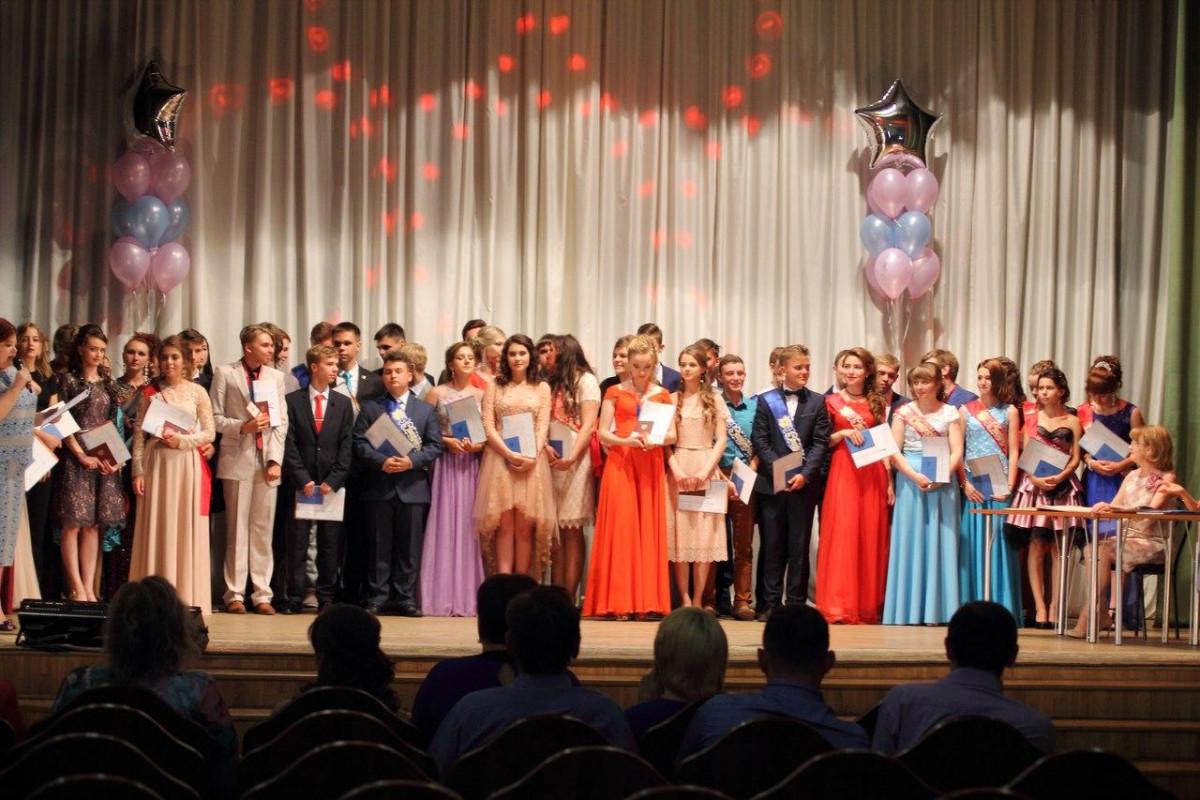 В школах Прокопьевска прошли выпускные балы