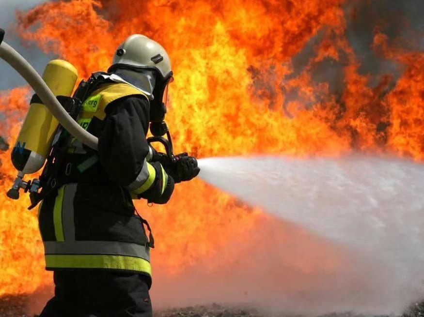 В Прокопьевске ночью загорелся автомобиль