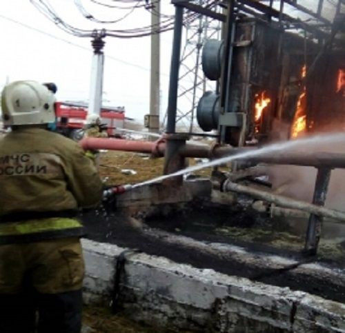 В Прокопьевске пожар на электроподстанции тушили больше часа: официальная информация