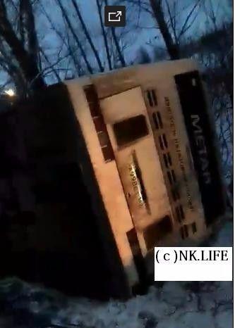 В Кузбассе столкнулись легковая иномарка и пассажирский автобус