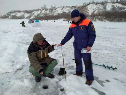 Толщина - не главное! Специалисты объясняют на какой лед на водоемах выходить опасно
