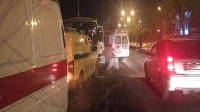 В Кузбассе броневик инкассаторов столкнулся с автобусом: есть пострадавшие