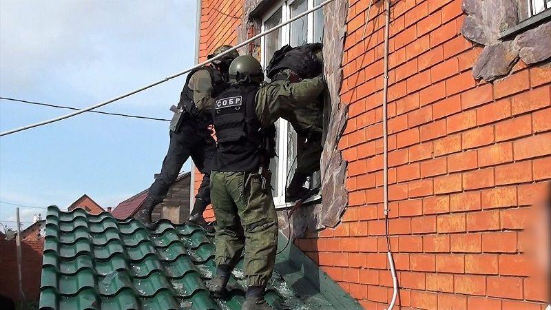В Кузбассе осуждена торговка героином, дом которой спецназ и полиция брали штурмом (видео)