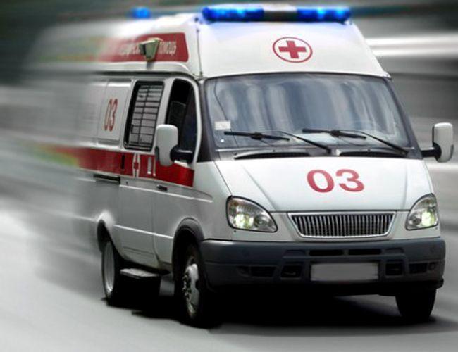 На трассе Кузбасса столкнулись легковушка и микроавтобус: пострадали 16 человек