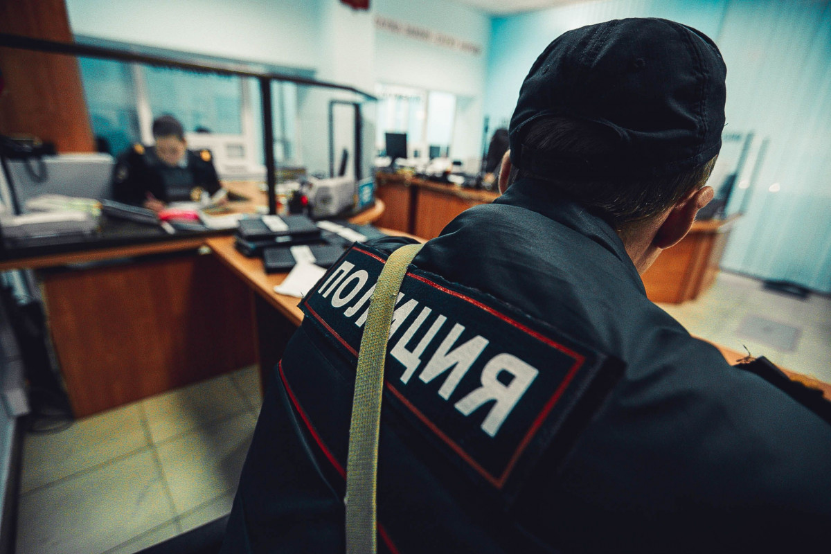 В Кузбассе у продавца украли гаджет за 64 тыс рублей, пока она спала (видео)