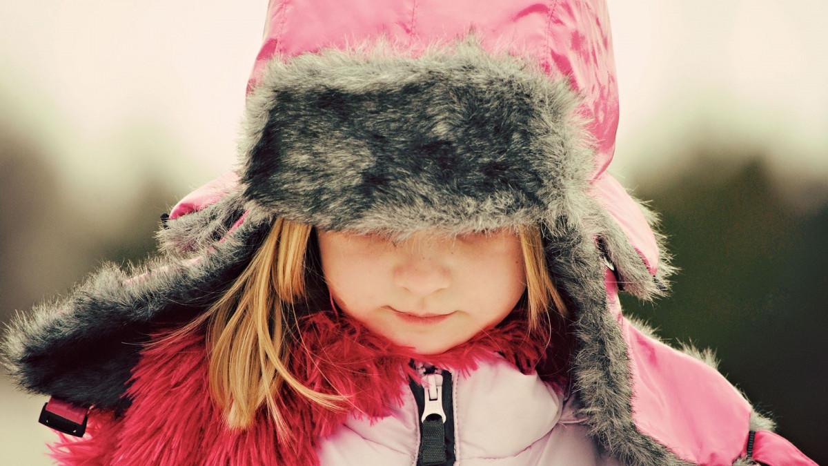 В Прокопьевске маленькая девочка заблудилась в городе: помогли случайные прохожие