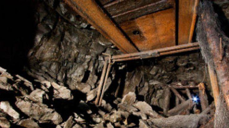 Аман Тулеев поговорил по радиосвязи с одним из горняков, попавших под завал на шахте