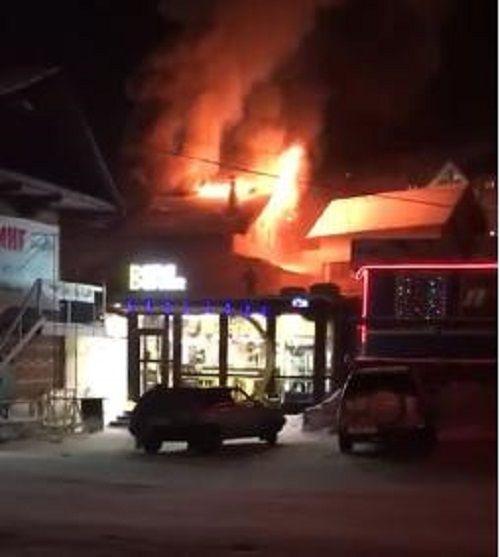 Пожар  в Шерегеше: загорелась популярная гостиница (видео)