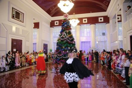 В Прокопьевске состоялась губернаторская елка «Хоровод дружбы»