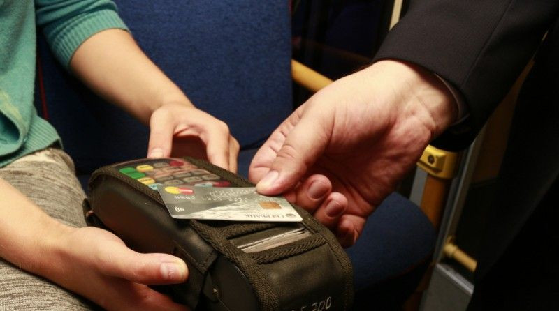В Кузбассе начали тестировать оплату проезда в городском транспорте по банковским картам, телефонам и смарт-часам