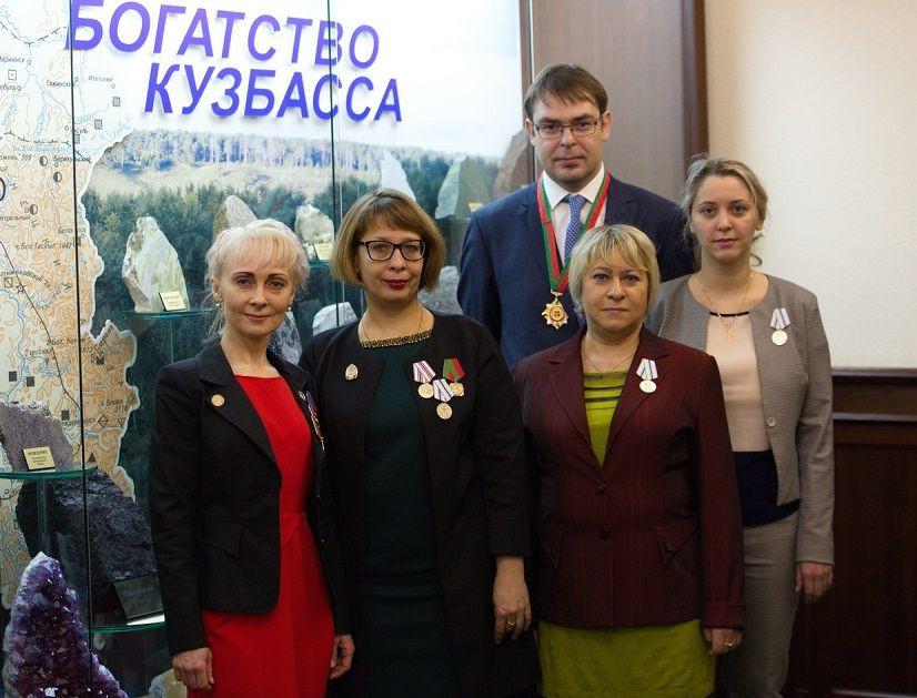 В Кузбассе награждены врачи, восстановившие ребенку язык и гортань
