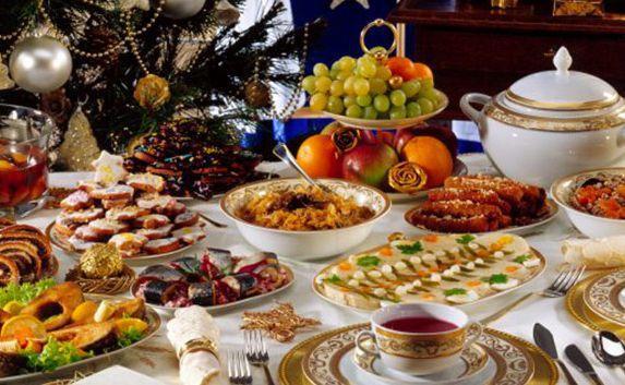 Роспотребнадзор предупредил, какие блюда новогоднего стола могут быть опасными