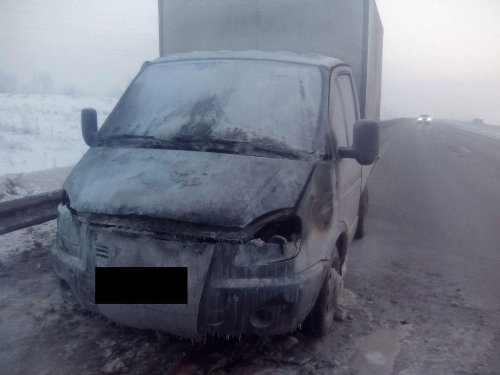 Под Прокопьевском водитель грузовика попал в сложную ситуацию и едва не замерз