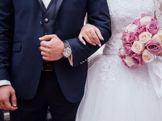"""Мизулина назвала """"вредительством"""" идею приравнять сожительство к брак"""