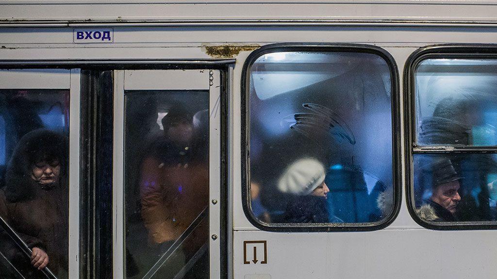 В Кузбассе кондуктор выгнала из автобуса на мороз 11-летнюю девочку