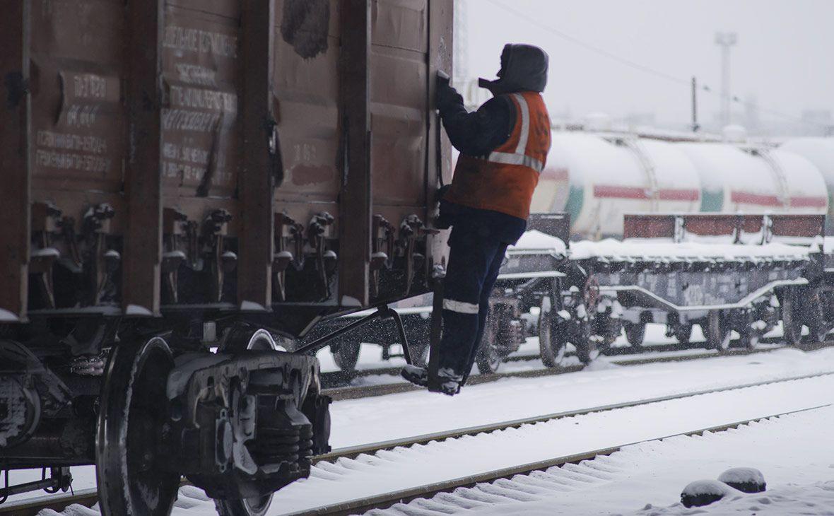 СМИ: На въезде в Кузбасс на железной дороге образовалась пробка из пустых вагонов