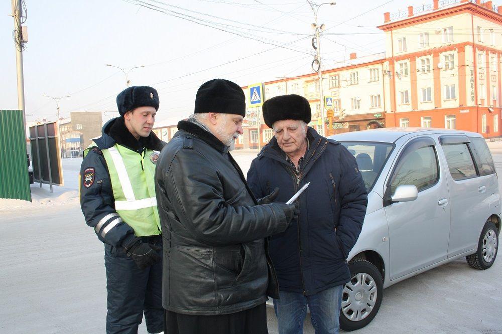 """В Прокопьевске правоохранители совместно с представителям церкви """"шокировали"""" водителей и пешеходов"""